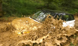 2014-range-rover-thru-mud