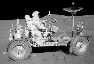 Apollo-15-lunar-rover-bestride2
