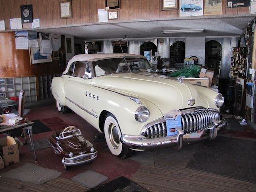 1949-Buick-Roadmaster-Auction-Bestride