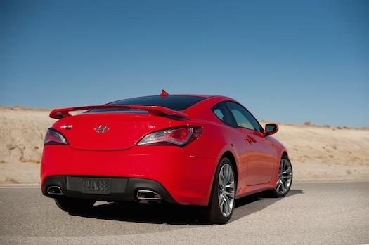 2013-hyundai-genesis-coupe-track-rear-bestride