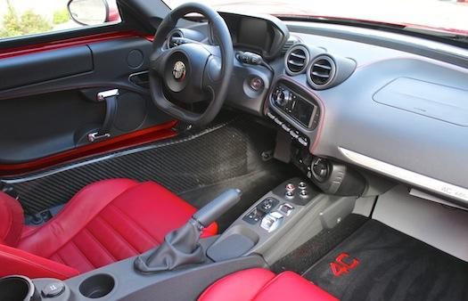 2015-Alfa-Romeo-4C-INT-bestride