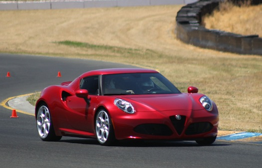 Alfa-Romeo-4C-track-bestride