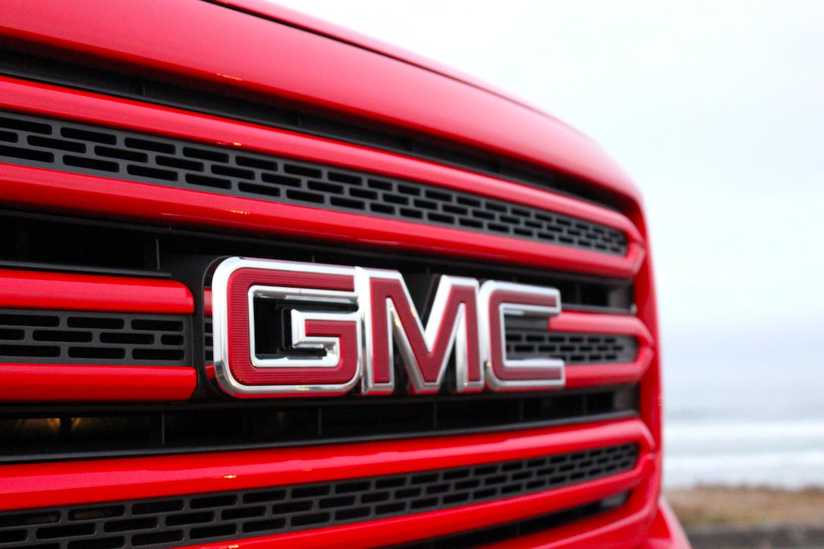 GMC Canyon Grille Emblem Bestride