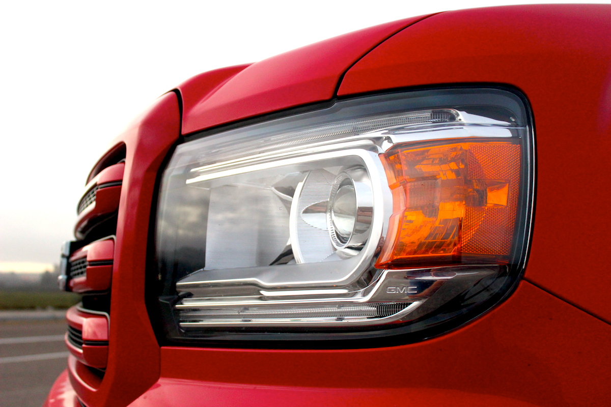 GMC Canyon Headlamp Side Bestride