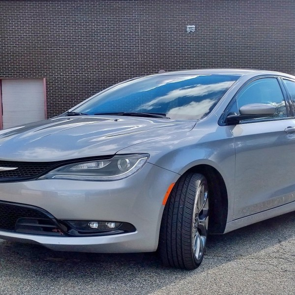 Chrysler 200 Front Quarter