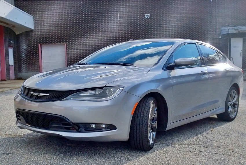 review all new 2015 chrysler 200 s is a fun and affordable family sedan best ride midnight. Black Bedroom Furniture Sets. Home Design Ideas
