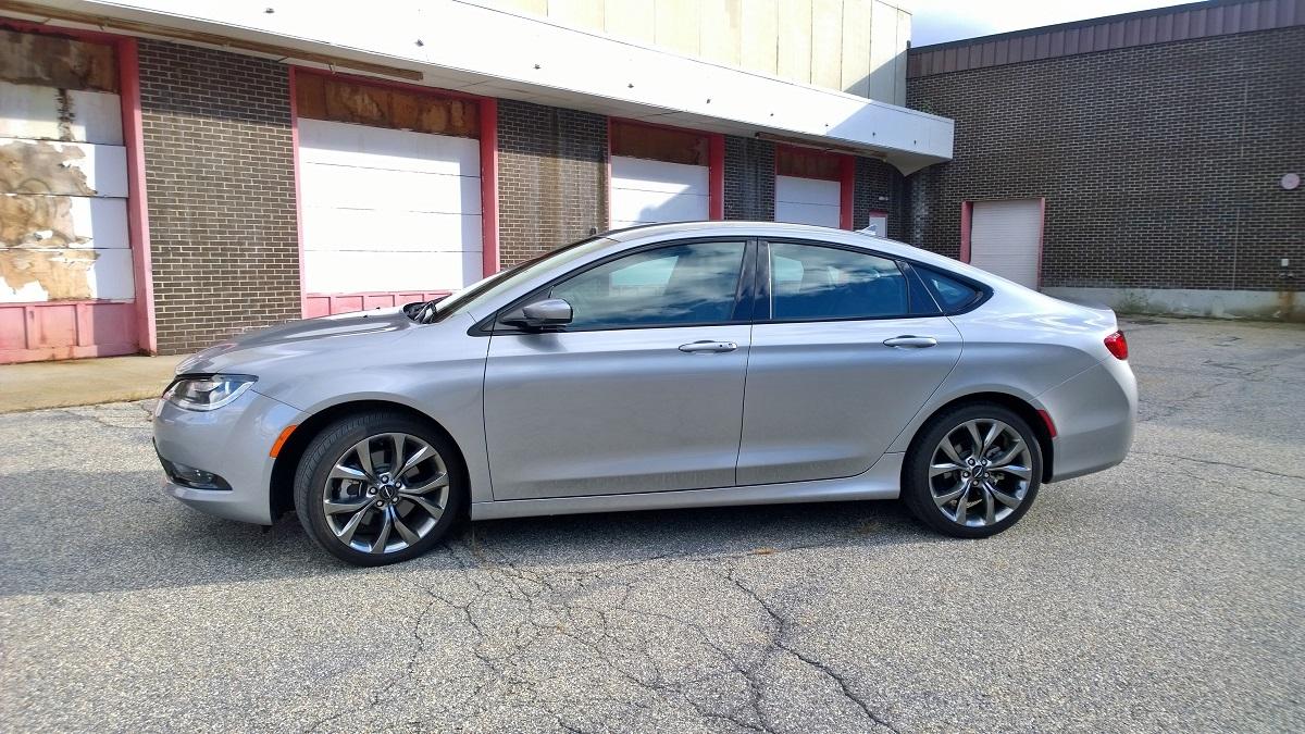 Chrysler 200 Profile