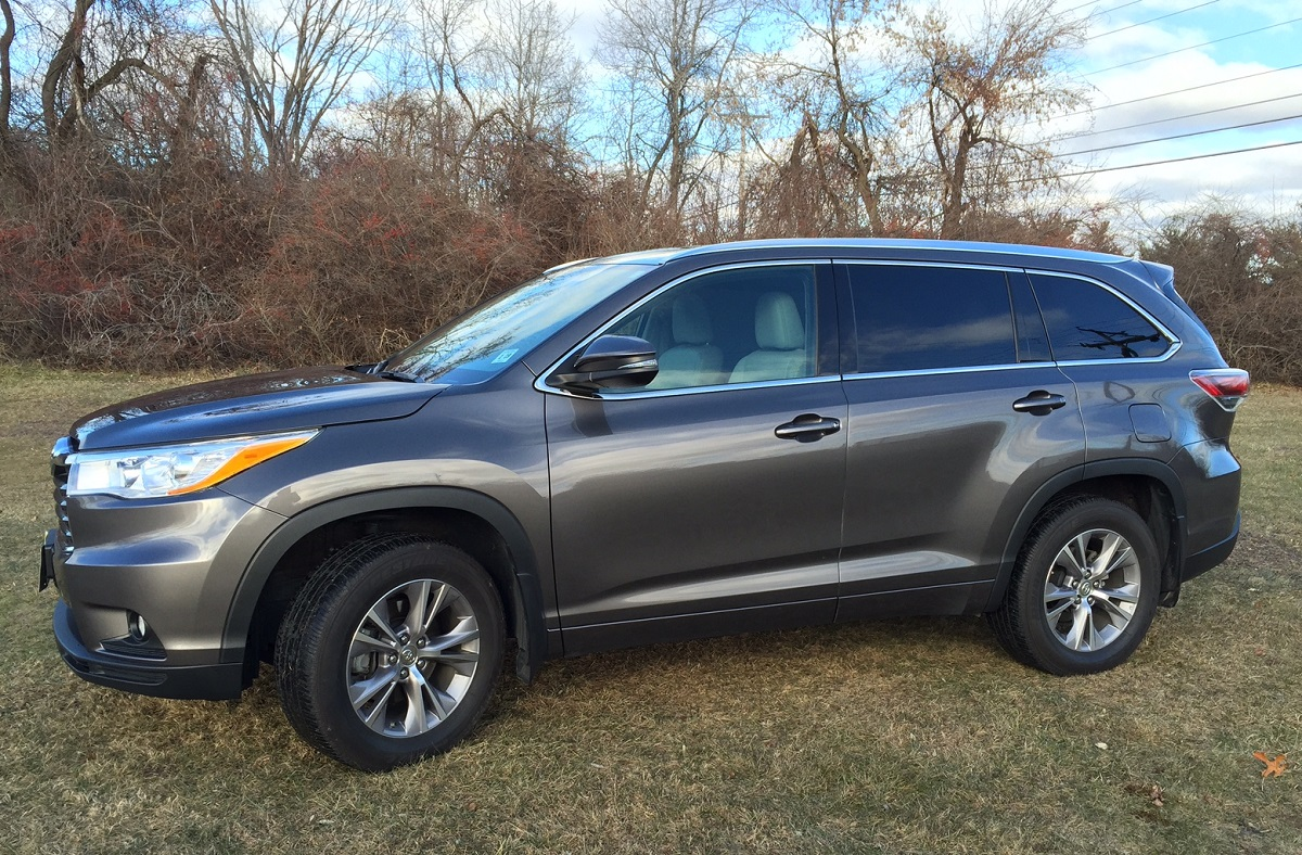 auto buzz review 2014 toyota highlander proves itself a well mannered suv. Black Bedroom Furniture Sets. Home Design Ideas