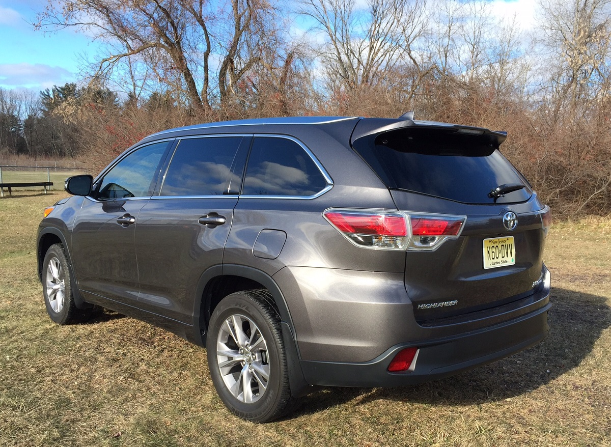 review 2014 toyota highlander proves itself a well mannered suv bestride. Black Bedroom Furniture Sets. Home Design Ideas