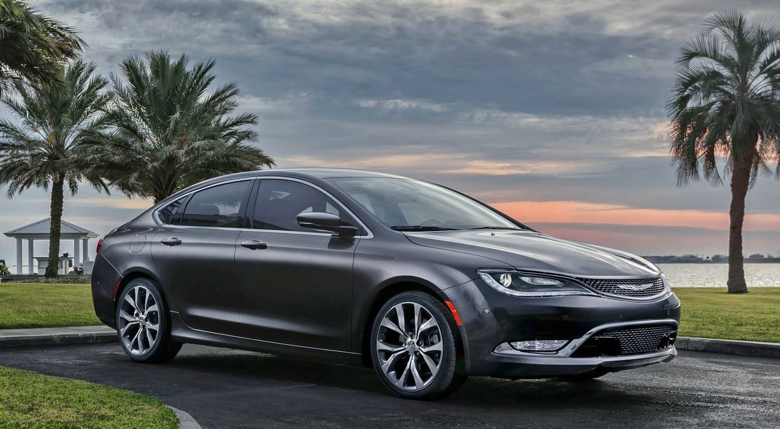 2015 Chrysler 200 front