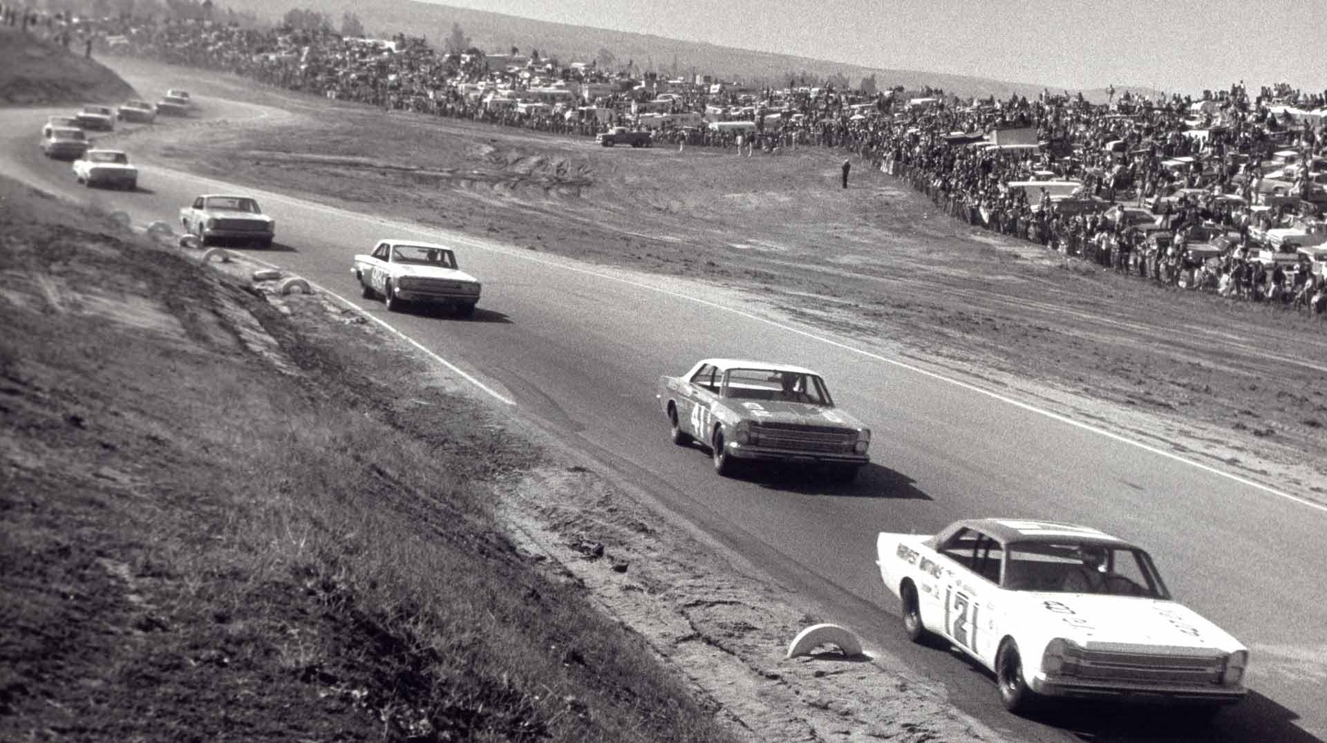 Dan-Gurney-NASCAR-Riverside-1964