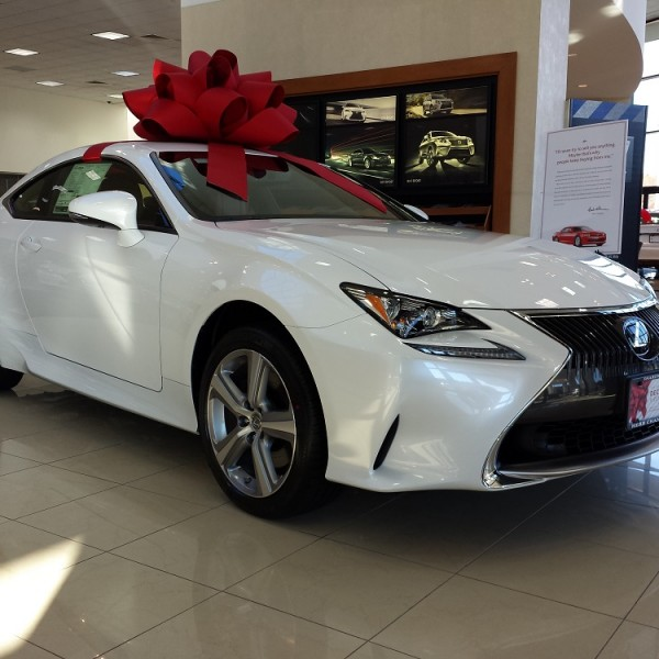 """Do """"December to Remember"""" holiday advertisements work for Lexus"""