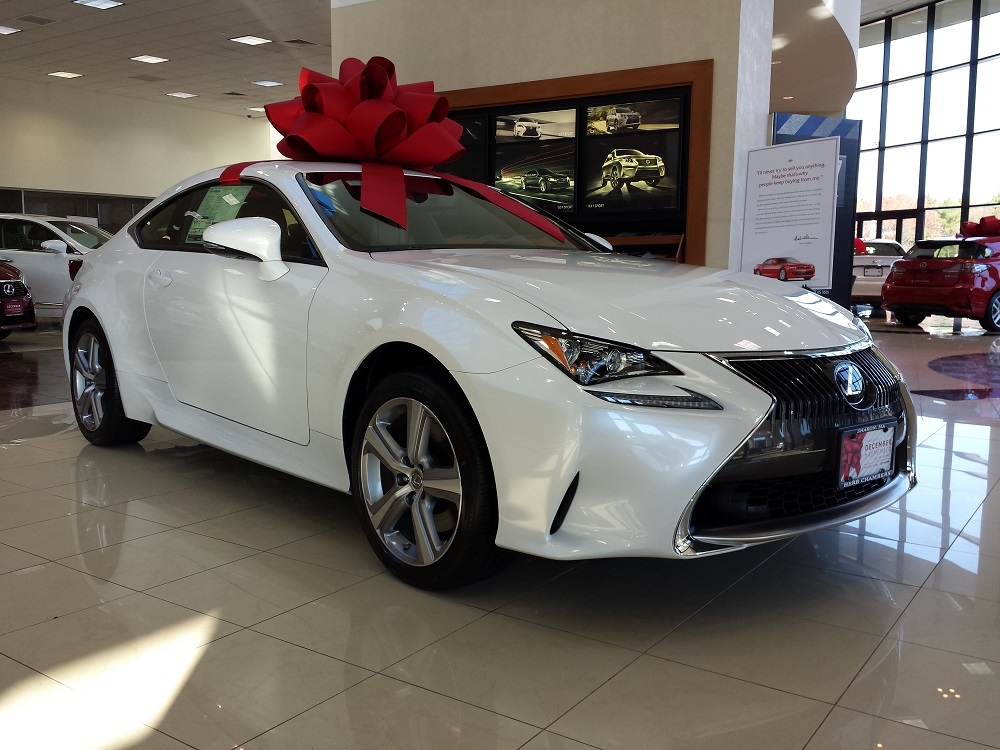 "Do ""December to Remember"" holiday advertisements work for Lexus"