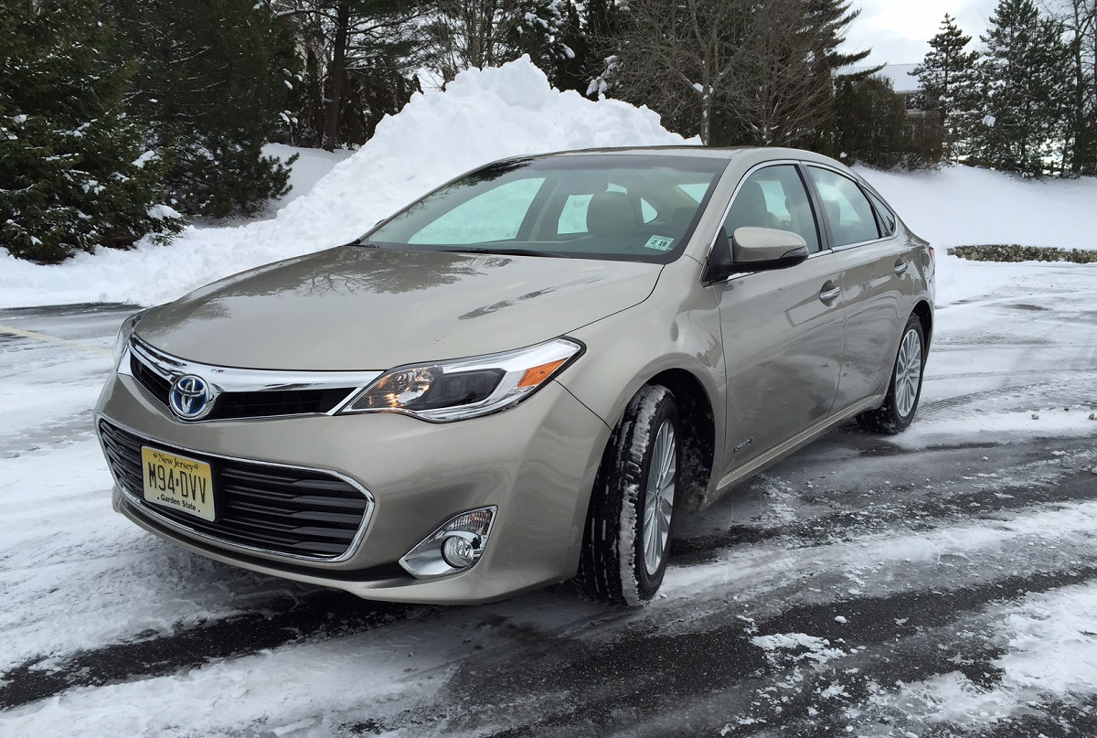 review 2014 toyota avalon hybrid the best of both worlds bestride. Black Bedroom Furniture Sets. Home Design Ideas