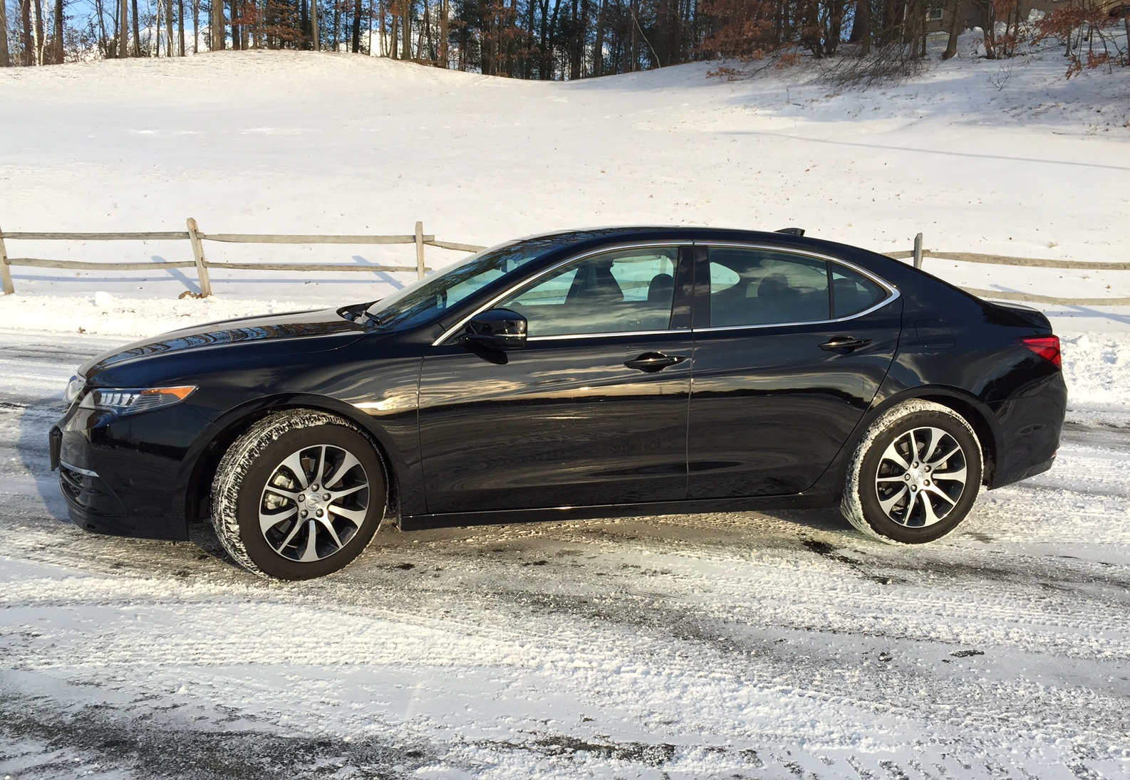 review 2015 acura tlx is a little taste of luxury performance bestride. Black Bedroom Furniture Sets. Home Design Ideas