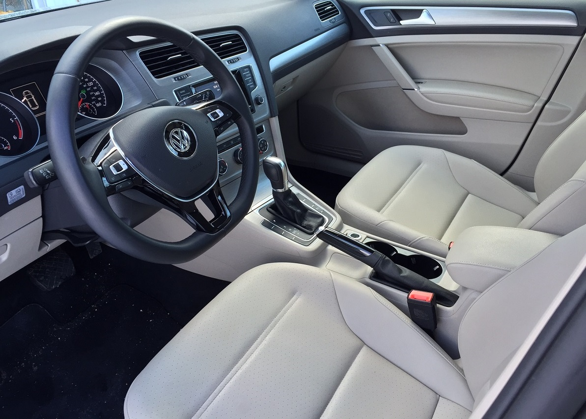 2015 Volkswagen Golf TDI Dash