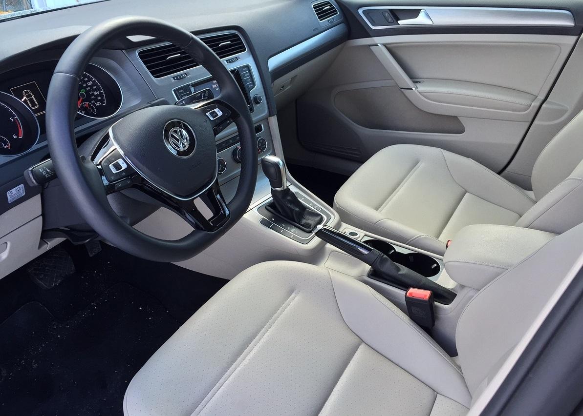 2015 Volkswagen Golf TDI Dash