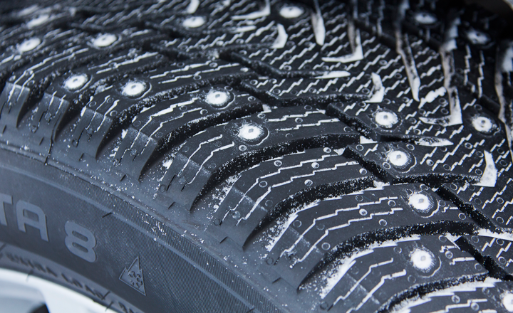 article-studded-tyres