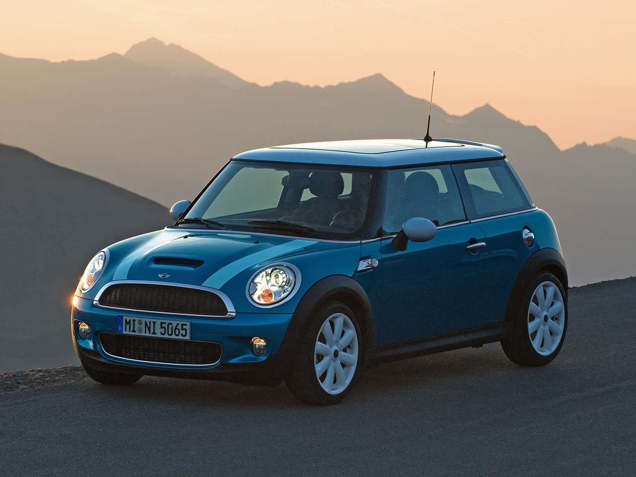 2007 Mini Cooper S Front And Side 1280x960