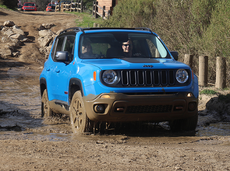Jeep Renegade in mud photo