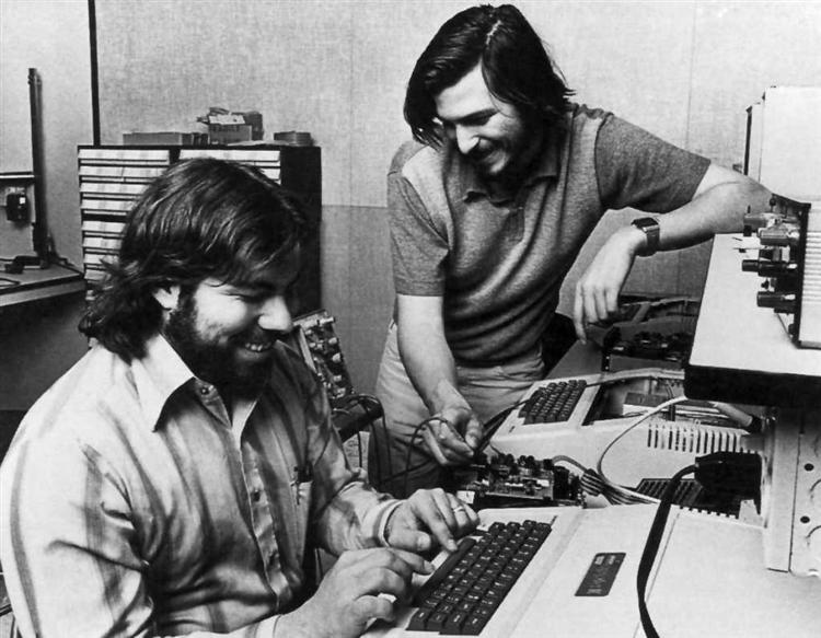 steve-jobs-and-wozniak-1977_1024x796_919662