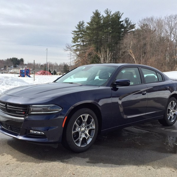 Dodge Charger Sxt Horsepower >> 2015 Dodge Charger SXT: Muscle Car Performance in a Family