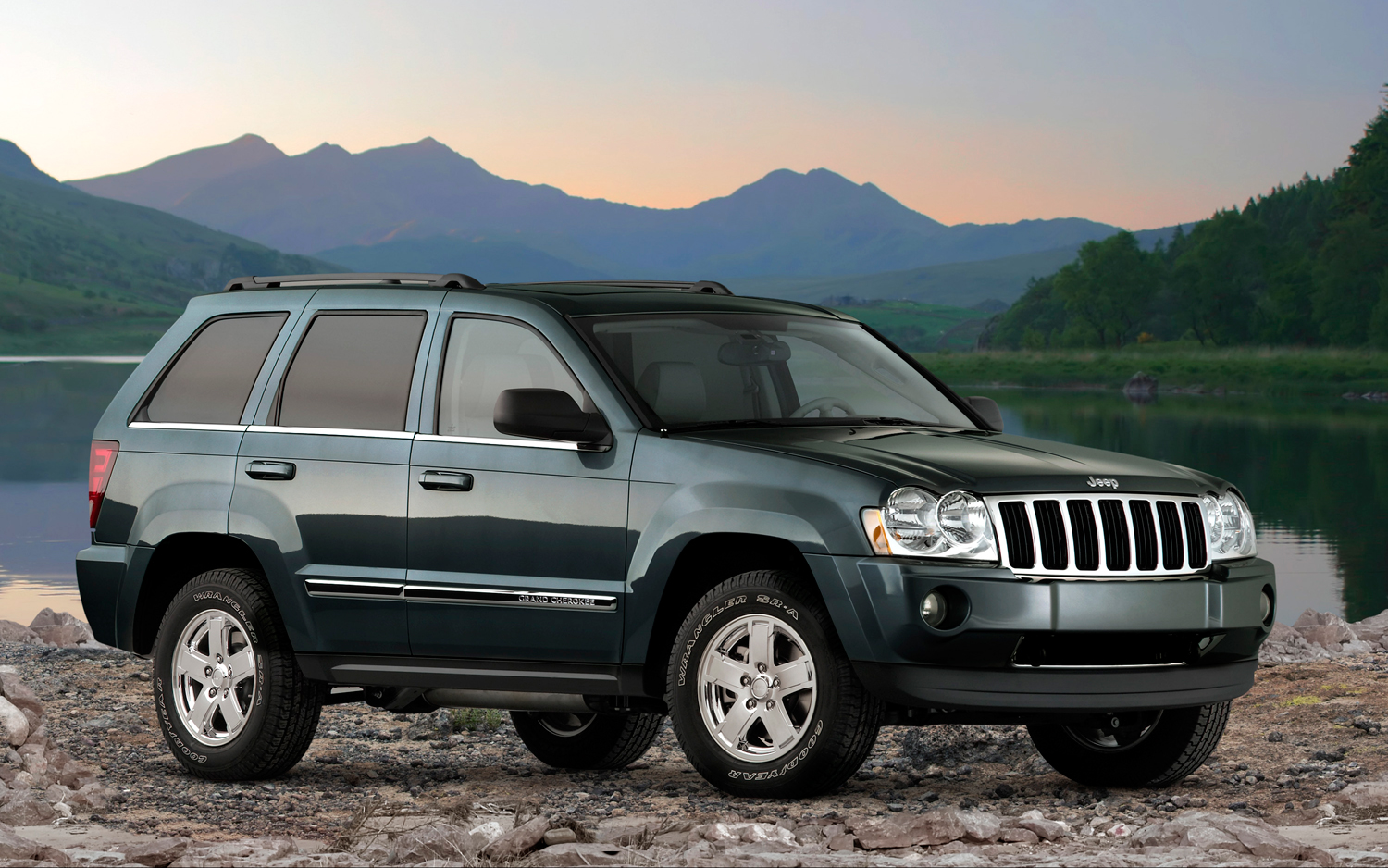 Captivating 2007 Jeep Grand Cherokee Front Three Quarter