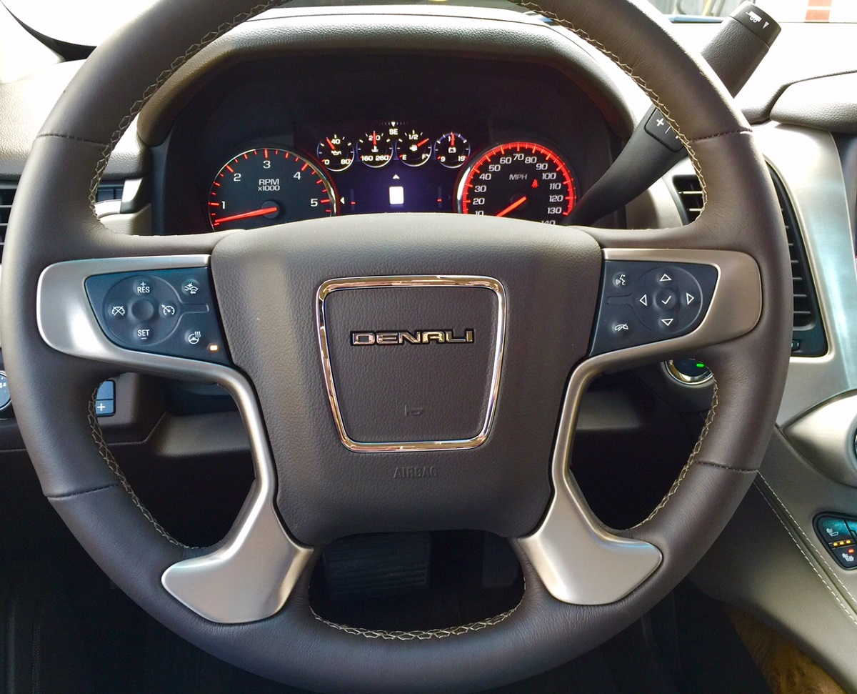 2015 Gmc Yukon Denali Big On Features Space Bestride Xl Denal Steering Wheel