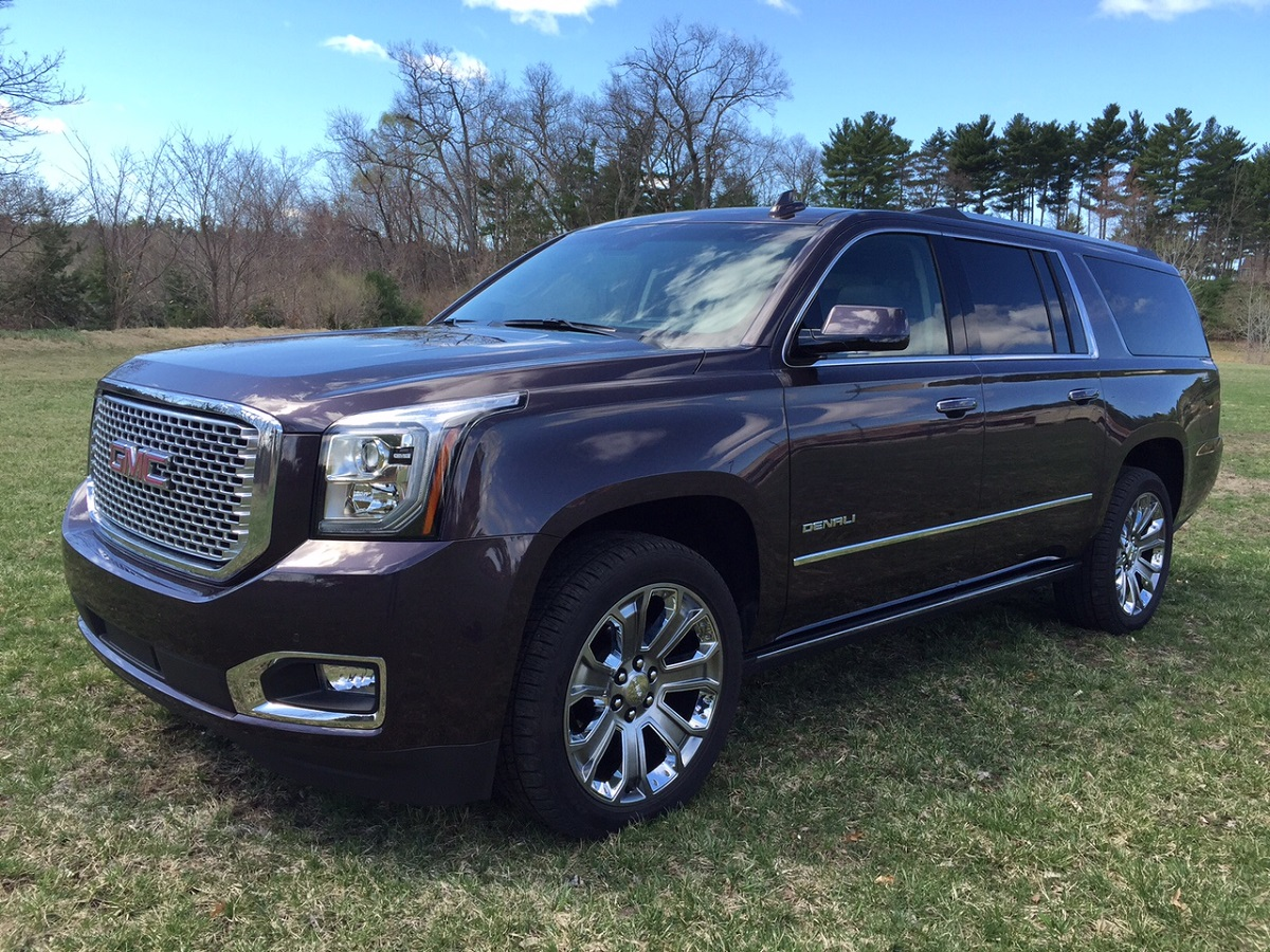 2015 gmc yukon denali big on features big on space. Black Bedroom Furniture Sets. Home Design Ideas