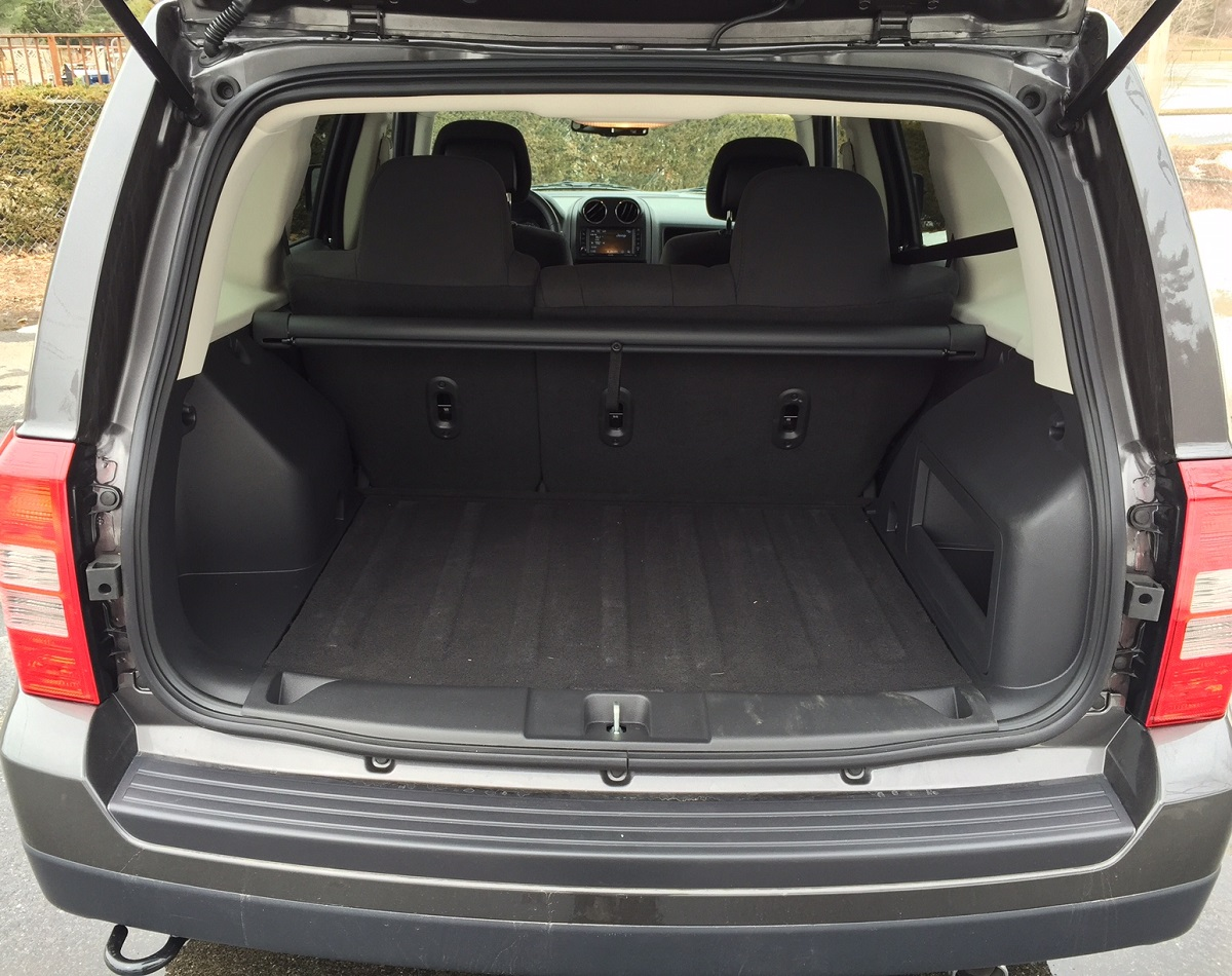 review 2015 jeep patriot is a budget suv that 39 s plenty. Black Bedroom Furniture Sets. Home Design Ideas
