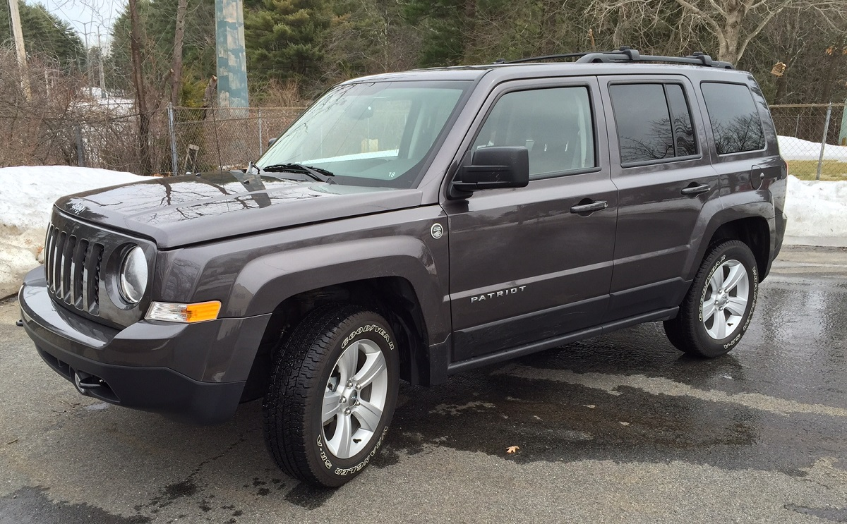 2015 Jeep Patriot Latitude Front Quarter