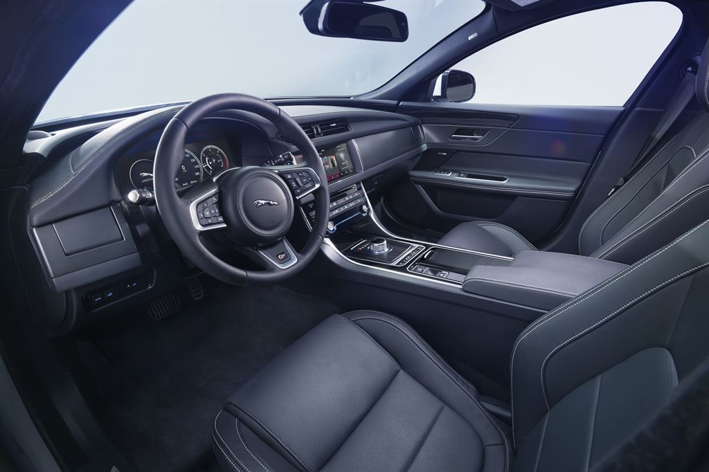 jag_new_xf_interior_image_240315_12_LowRes