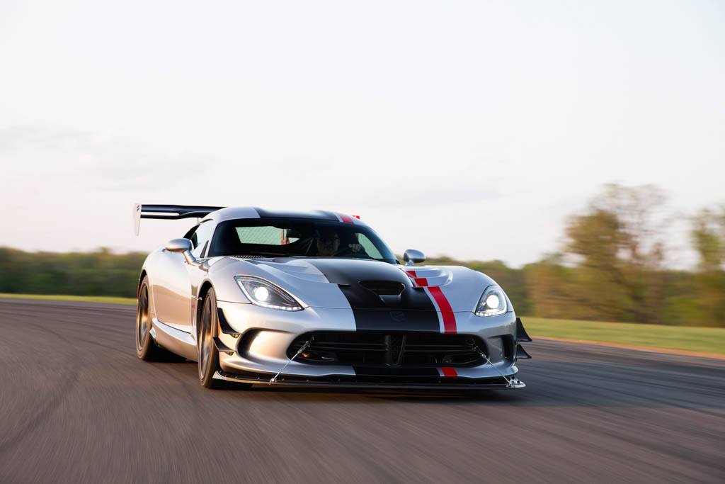say hello to the 2016 dodge viper acr the fastest street. Black Bedroom Furniture Sets. Home Design Ideas