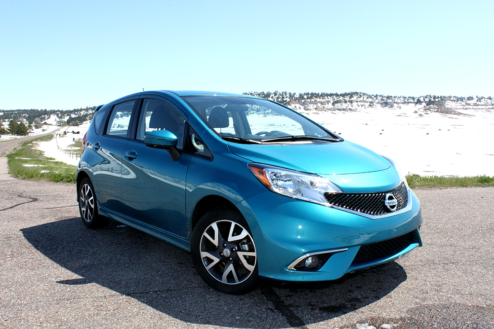 review 2015 nissan versa note sr offers economical drive with handy technology features bestride. Black Bedroom Furniture Sets. Home Design Ideas