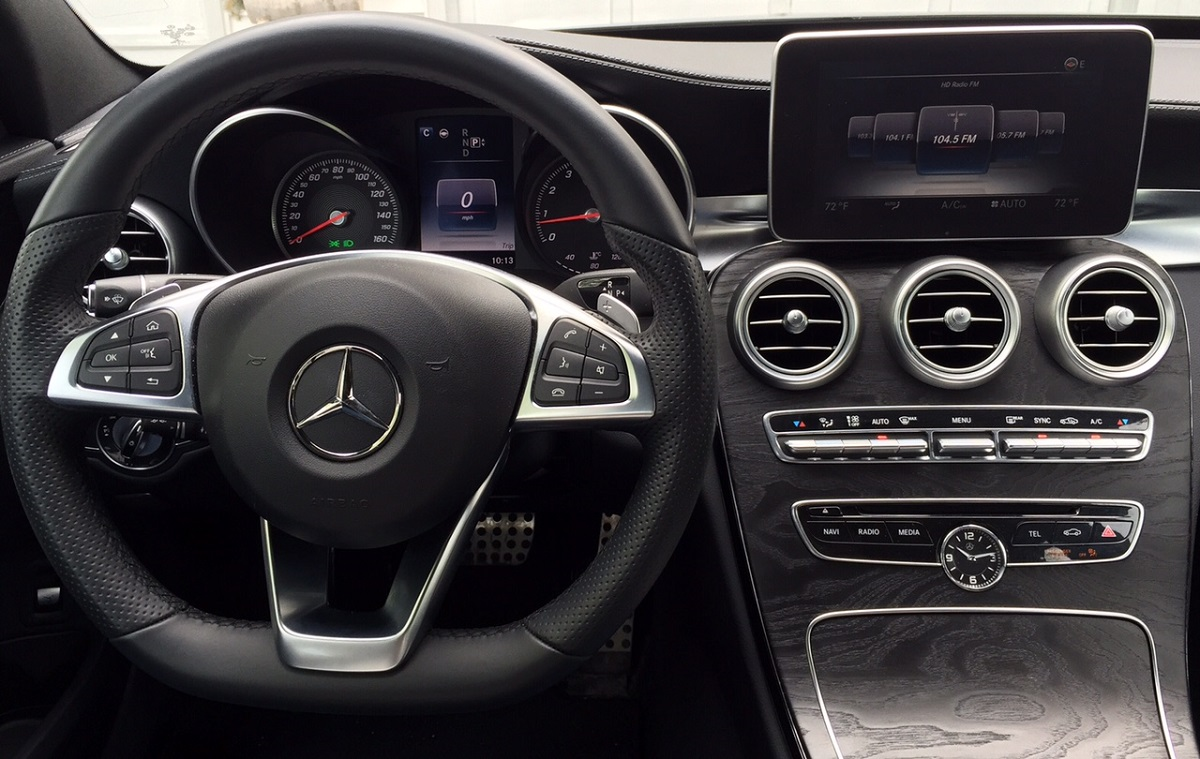 Mercedes-Benz C300 Dash