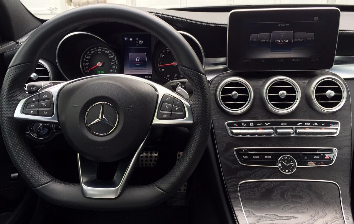 Mercedes-Benz C300 Dash