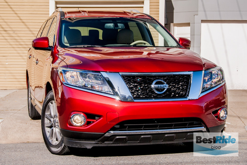 review the 2015 nissan pathfinder finds the middle of the road bestride. Black Bedroom Furniture Sets. Home Design Ideas