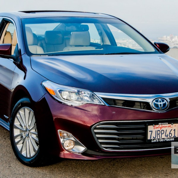 REVIEW: The Smooth-Moving 2015 Toyota Avalon Hybrid