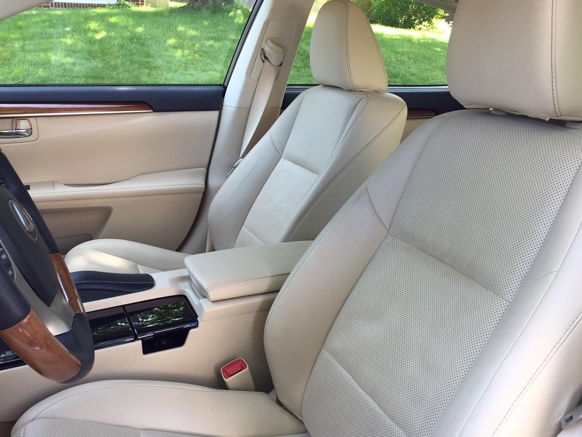 2014 Lexus ES 300h Front Seats