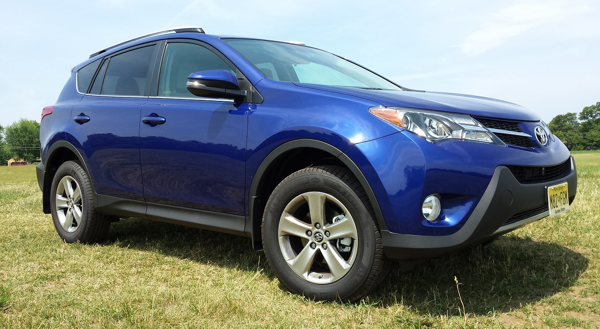 review 2015 toyota rav4 xle awd driving towards the top of the class bestride. Black Bedroom Furniture Sets. Home Design Ideas