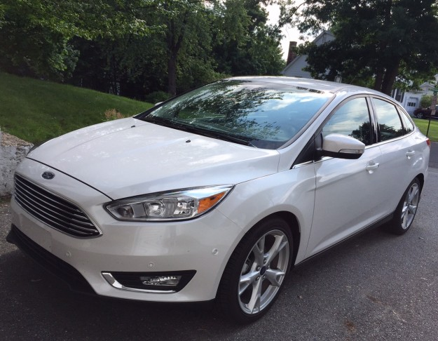 REVIEW: 2015 Ford Focus – A Compact Economy Car That Doesn't Drive Like One