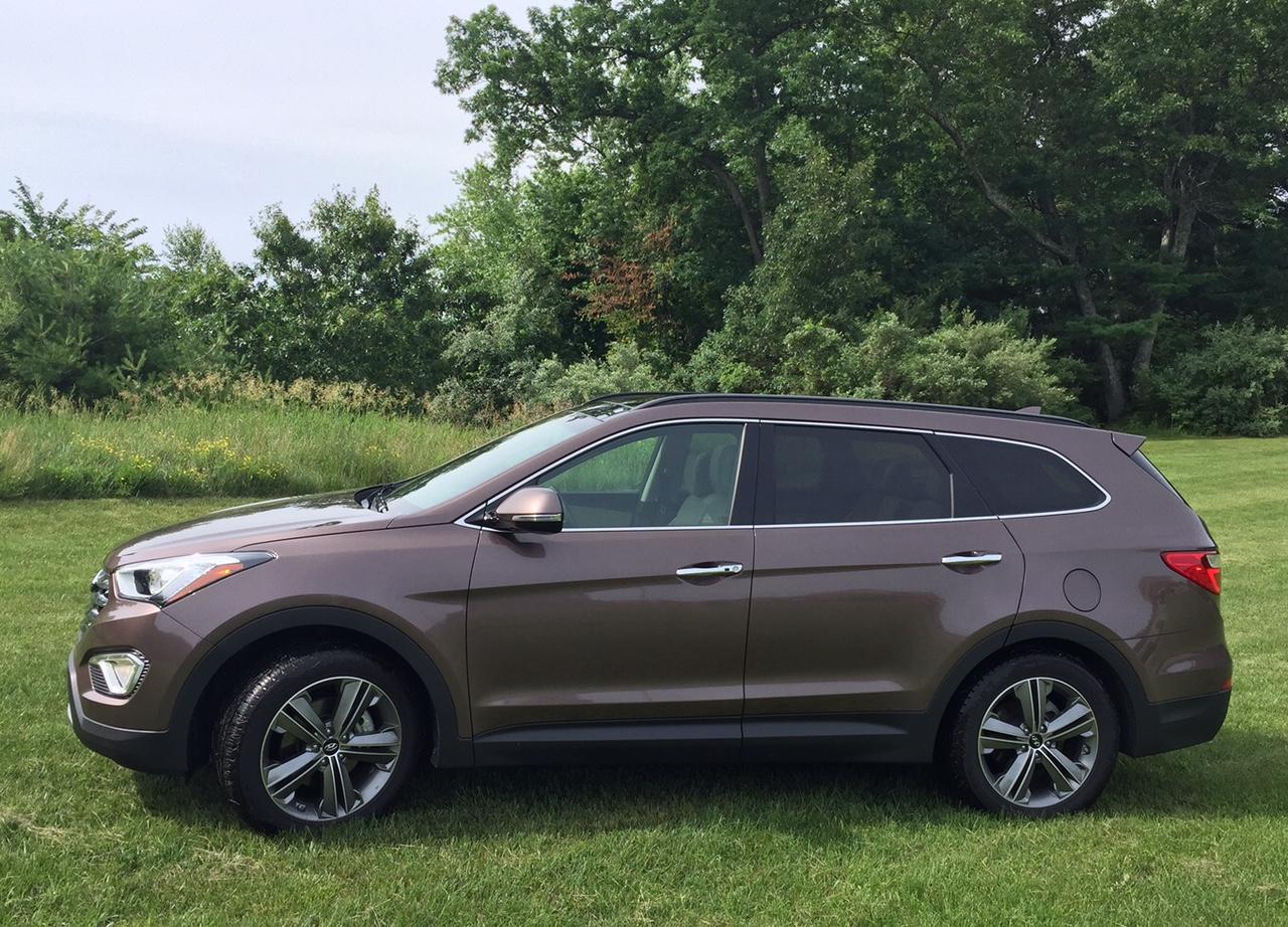 2015 Hyundai Santa Fe LTD Profile