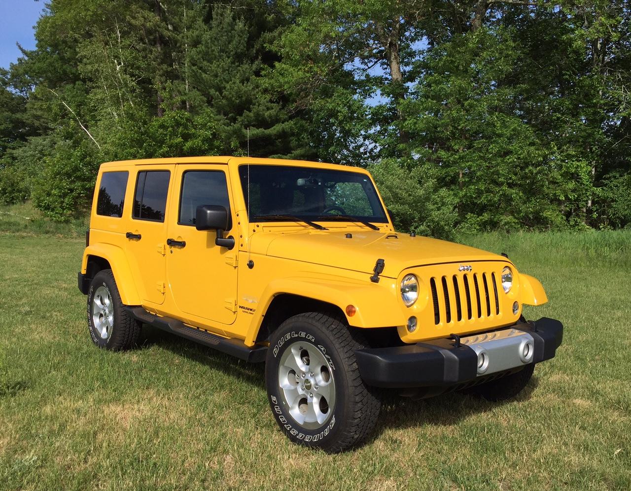 2015 Jeep Wrangler Unlimited Sahara 4x4 Front Quarter
