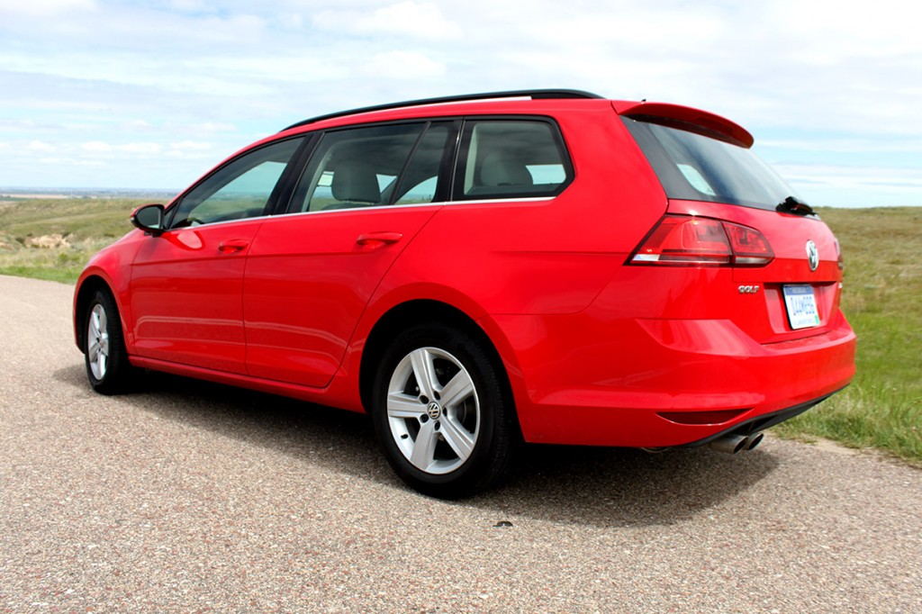 review 2015 vw golf sportwagen tdi s bestride. Black Bedroom Furniture Sets. Home Design Ideas