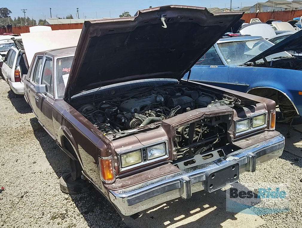 JUNKYARD THERAPY: 1989 Lincoln Town Car - Mine\'s Bigger | BestRide