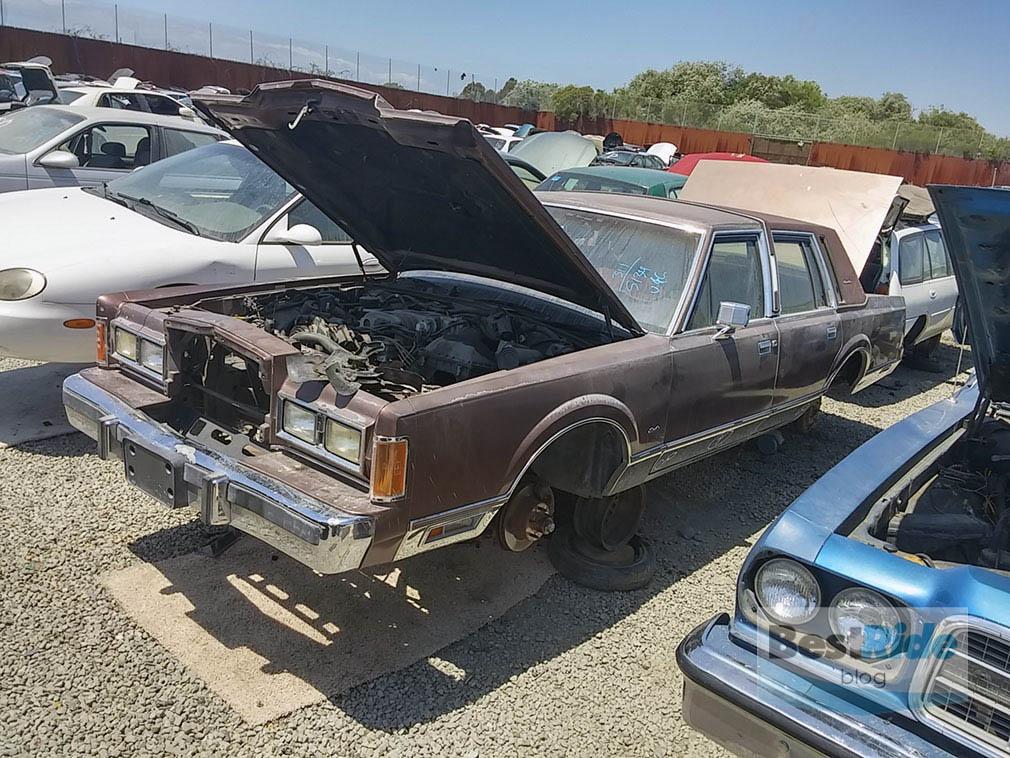 Blog Post | JUNKYARD THERAPY: 1989 Lincoln Town Car – Mine\'s ...