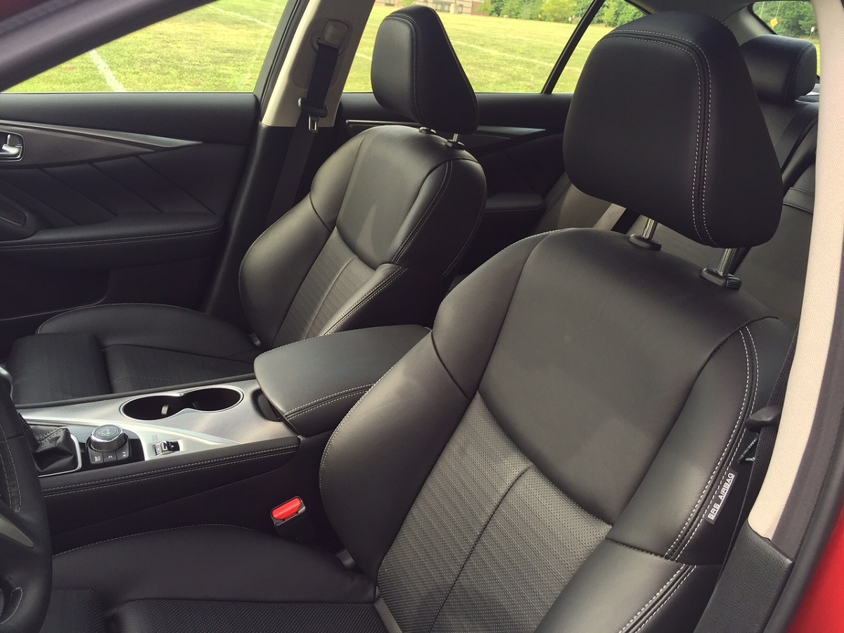 2015 Infiniti Q50S Seating