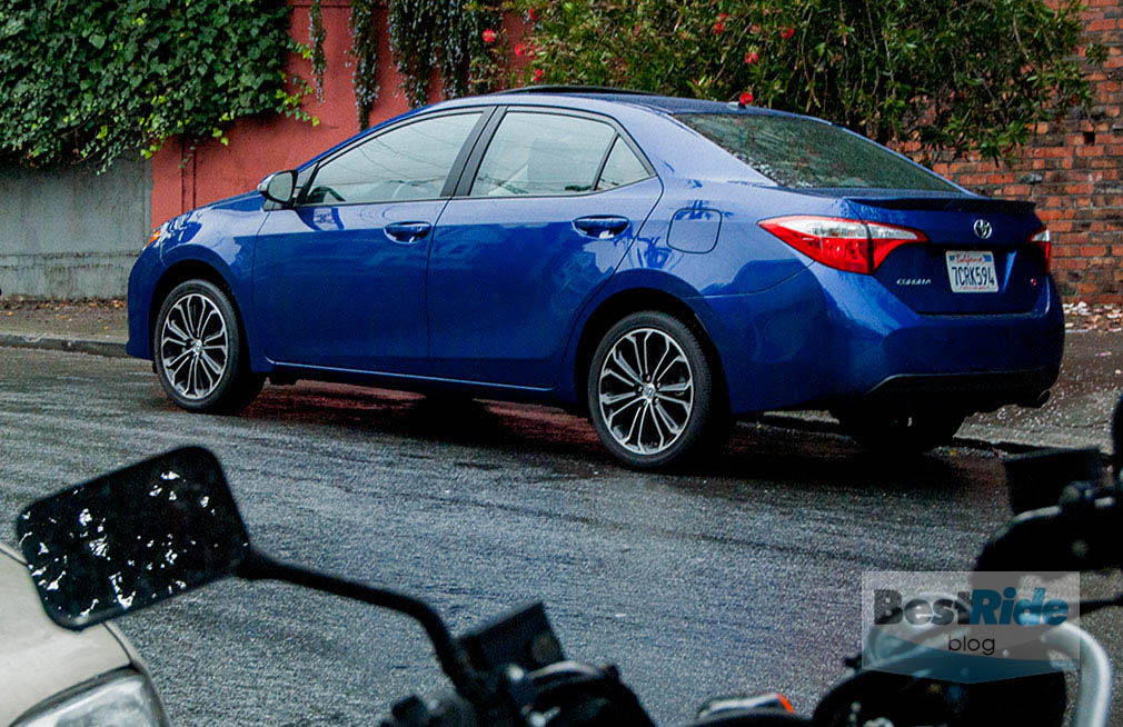 review 2015 toyota corolla the popular compact bestride. Black Bedroom Furniture Sets. Home Design Ideas