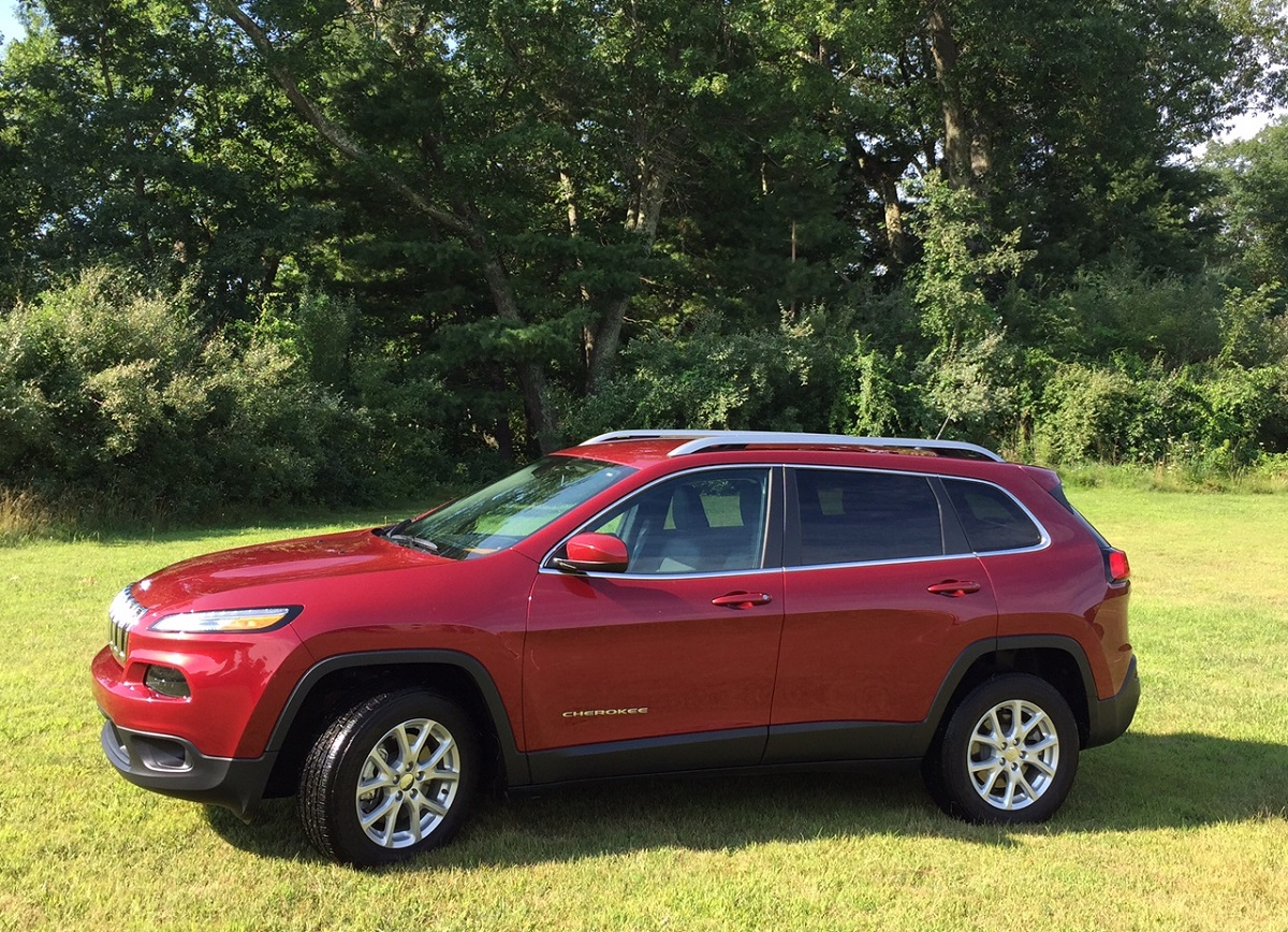 2015 Jeep Cherokee Latitude Offers Off Road Capability In A Comfy