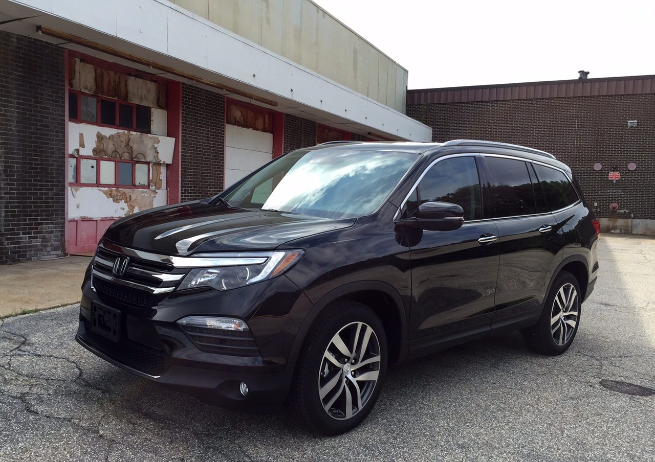 review all new 2016 honda pilot hits the bulls eye with. Black Bedroom Furniture Sets. Home Design Ideas